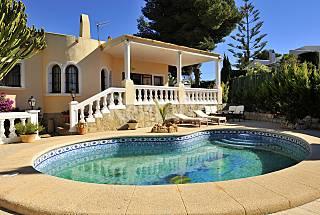 Villa de 4 habitaciones a 1500 m de la playa Alicante