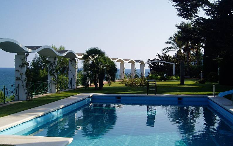 Luxury villa with garden private pool sea view roques for Barcelona pool garden 4