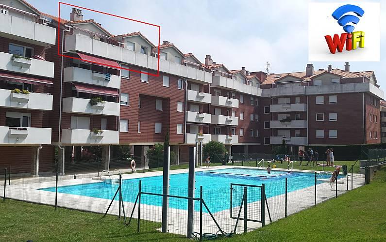 Atico de 100m2 con piscina y terraza wifi gratis castro urdiales cantabria camino de - Piscina terraza atico ...