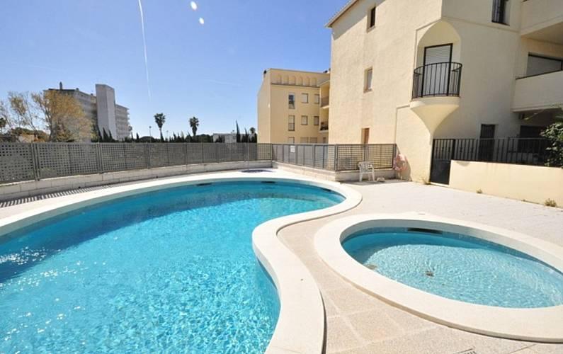 App con ampio giardino e piscina turismar vilafortuny for Piscina cambrils