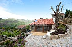 Stone house with private jacuzzi and pool Viana do Castelo