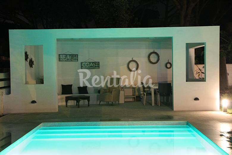Villa a 150 metros de la playa la barrosa sancti p for Piscina 50 metros cadiz