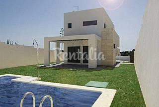 Villa de diseño y piscina privada a 100 mts playa Cádiz