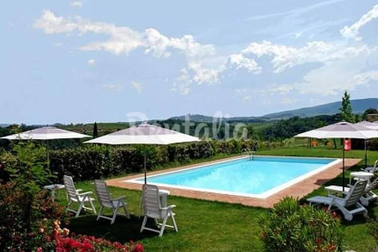 Agriturismo con piscina con vista su san gimignano san - Piscine gia pronte prezzi ...