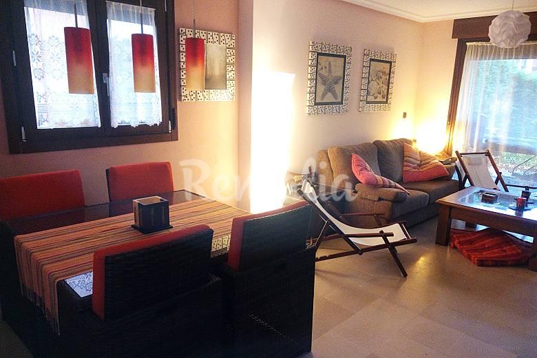 Apartamento de 2 habitaciones a 300 m de la playa barro for Llanes habitaciones