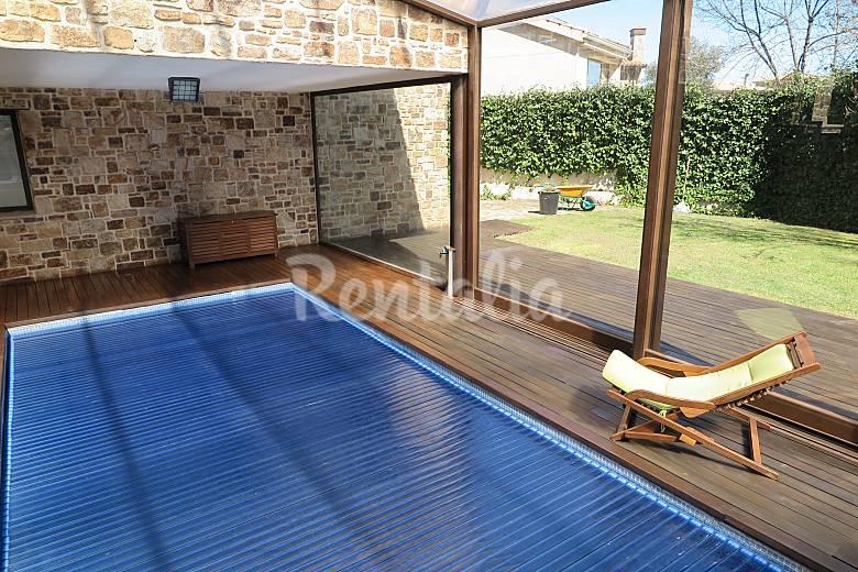 Casa para 10 16 personas con piscina cubierta guadalix de la sierra madrid - Casa rural piscina interior ...