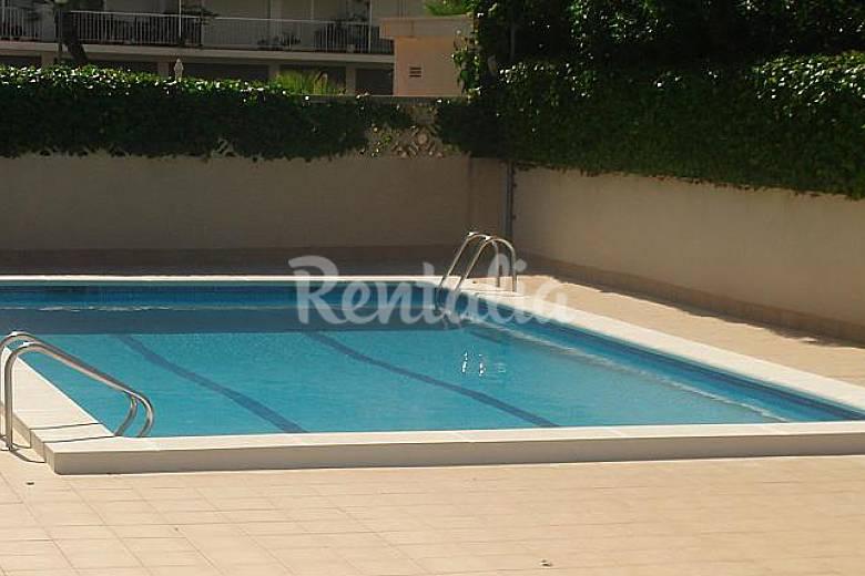 Oasis con piscina en el centro de sitges sitges for Piscina sitges