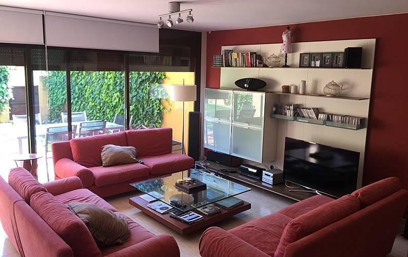 Casa com 4 quartos a 100 m da praia tamarit tarragona for Sala 0 tarragona