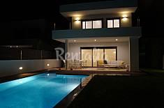 Casa nueva de diseño con piscina en la playa Tarragona