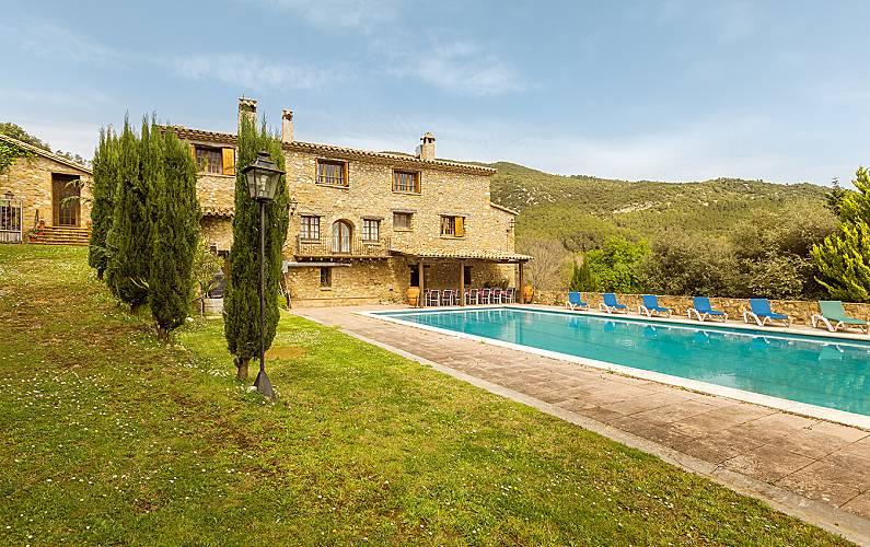 Masía de 12 habitaciones con gran jardín y piscina Girona/Gerona