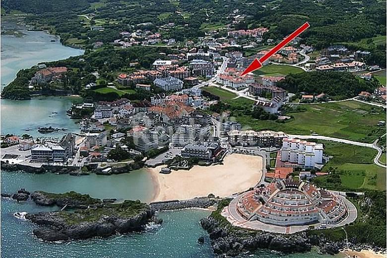 Isla apartamentos 150 m playa quejo isla arnuero for Piscinas naturales cantabria