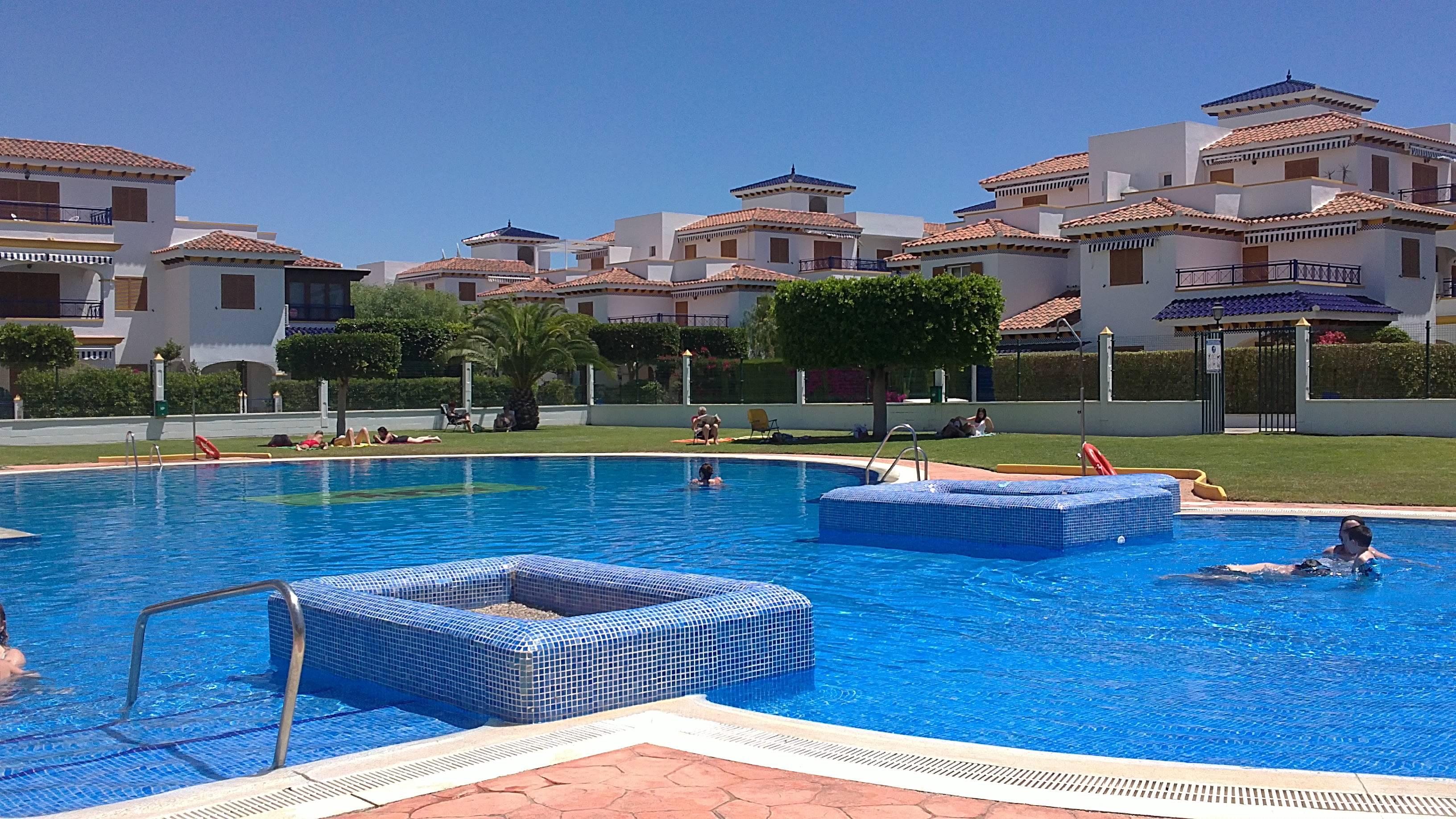 Vera apartamento con piscina vera playa vera almer a for Apartamentos en vera almeria