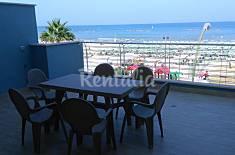 Appartamento per 6-8 persone in prima linea di spiaggia Teramo