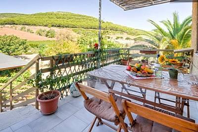 Cottage con terrazza e vista della campagna Sassari