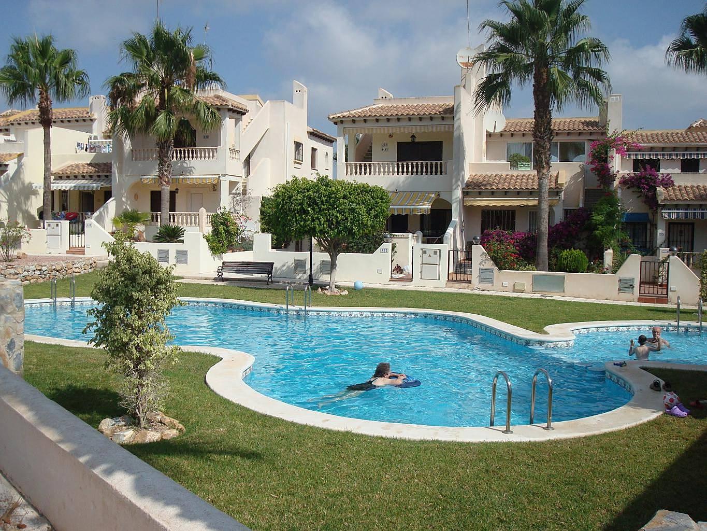 Apartamento com 2 quartos com piscina orihuela alicante for Piscina alicante