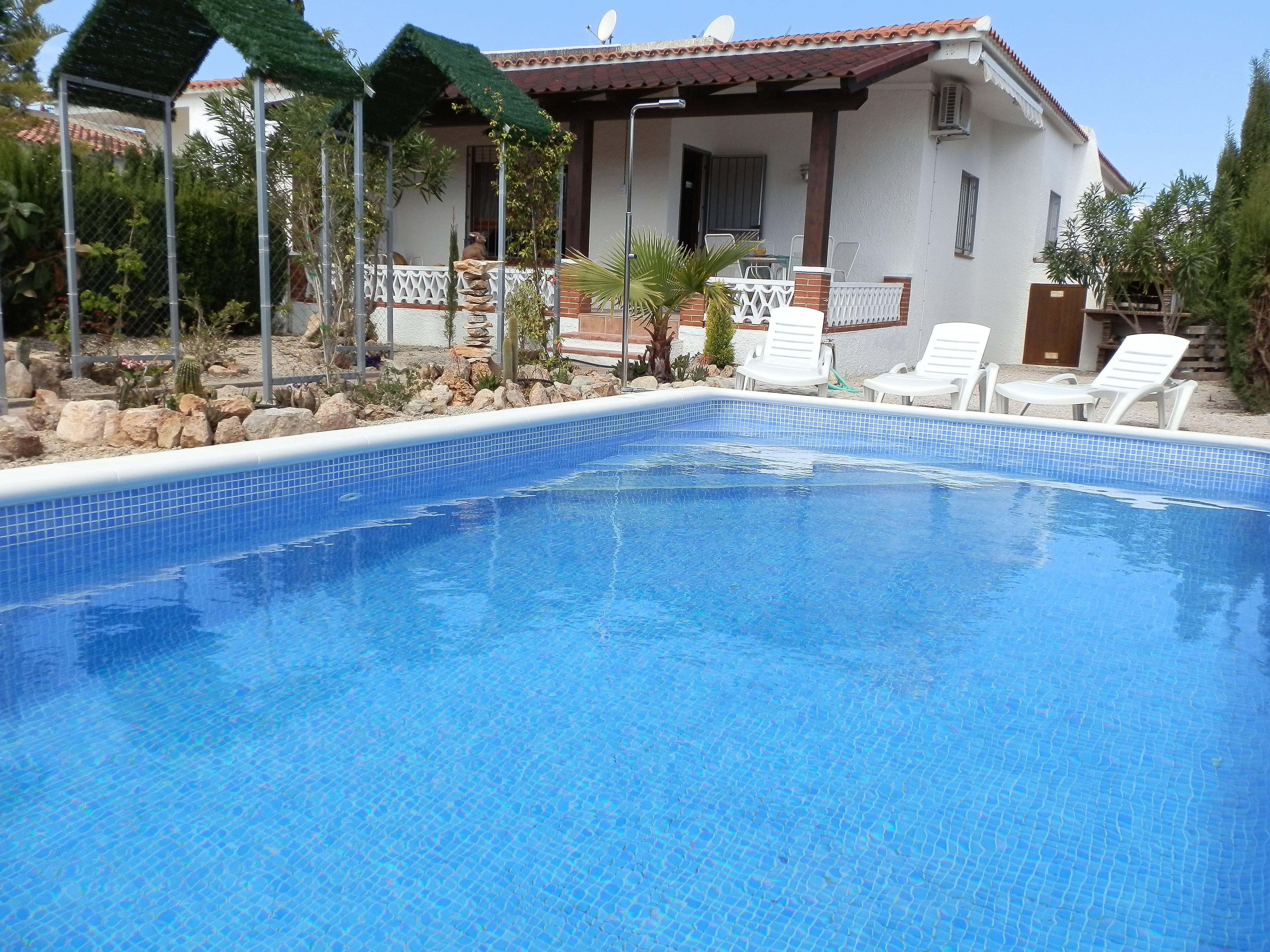 Casa para 6 personas a 150 m de la playa riumar for Apartamentos jardin playa larga tarragona