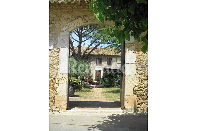 Elegante Exterior del aloj. Girona/Gerona Crespià Casa en entorno rural
