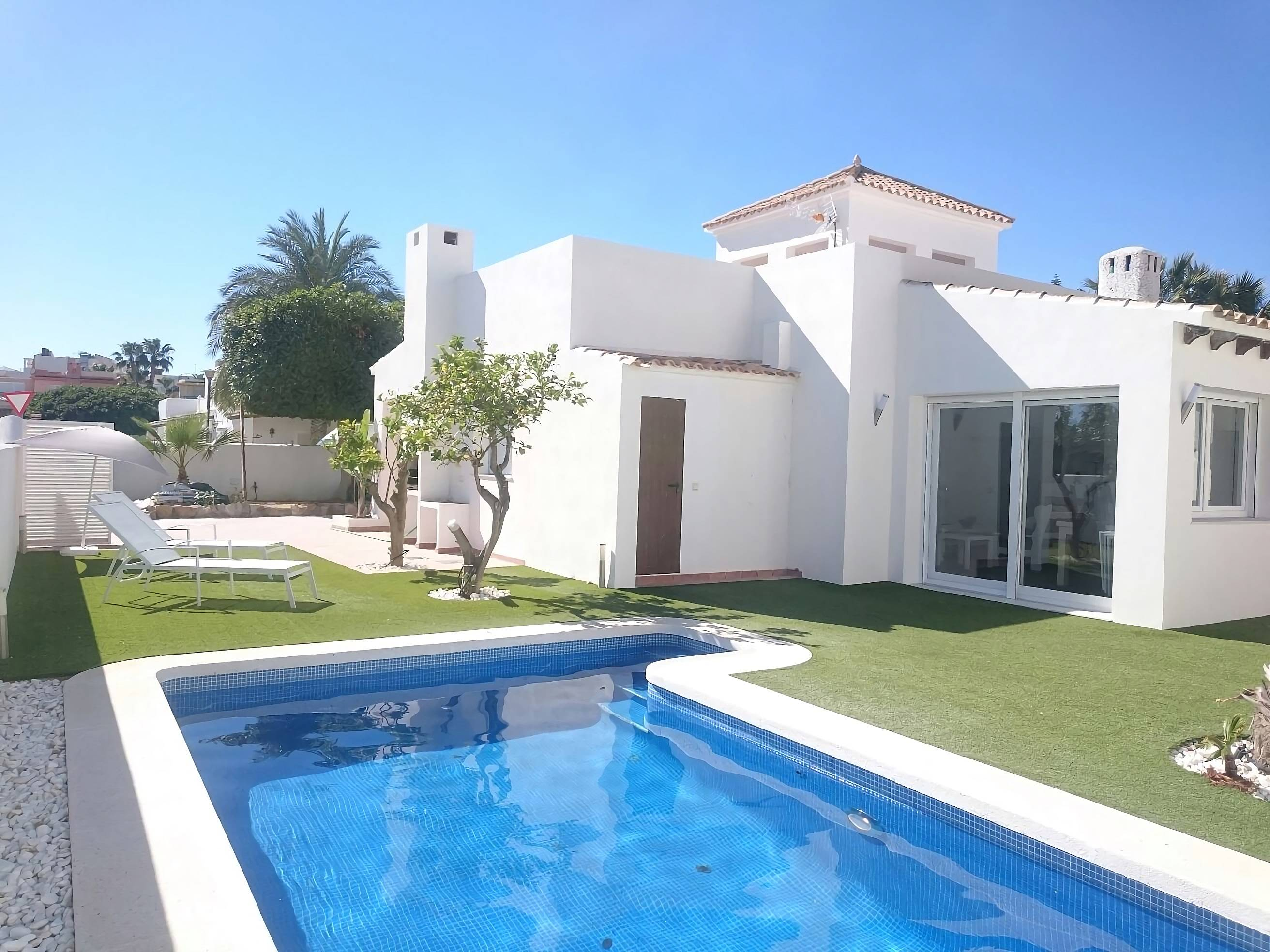 Villa pour 12 personnes 40 m de la plage vera playa for Chalets con piscina para alquilar en verano