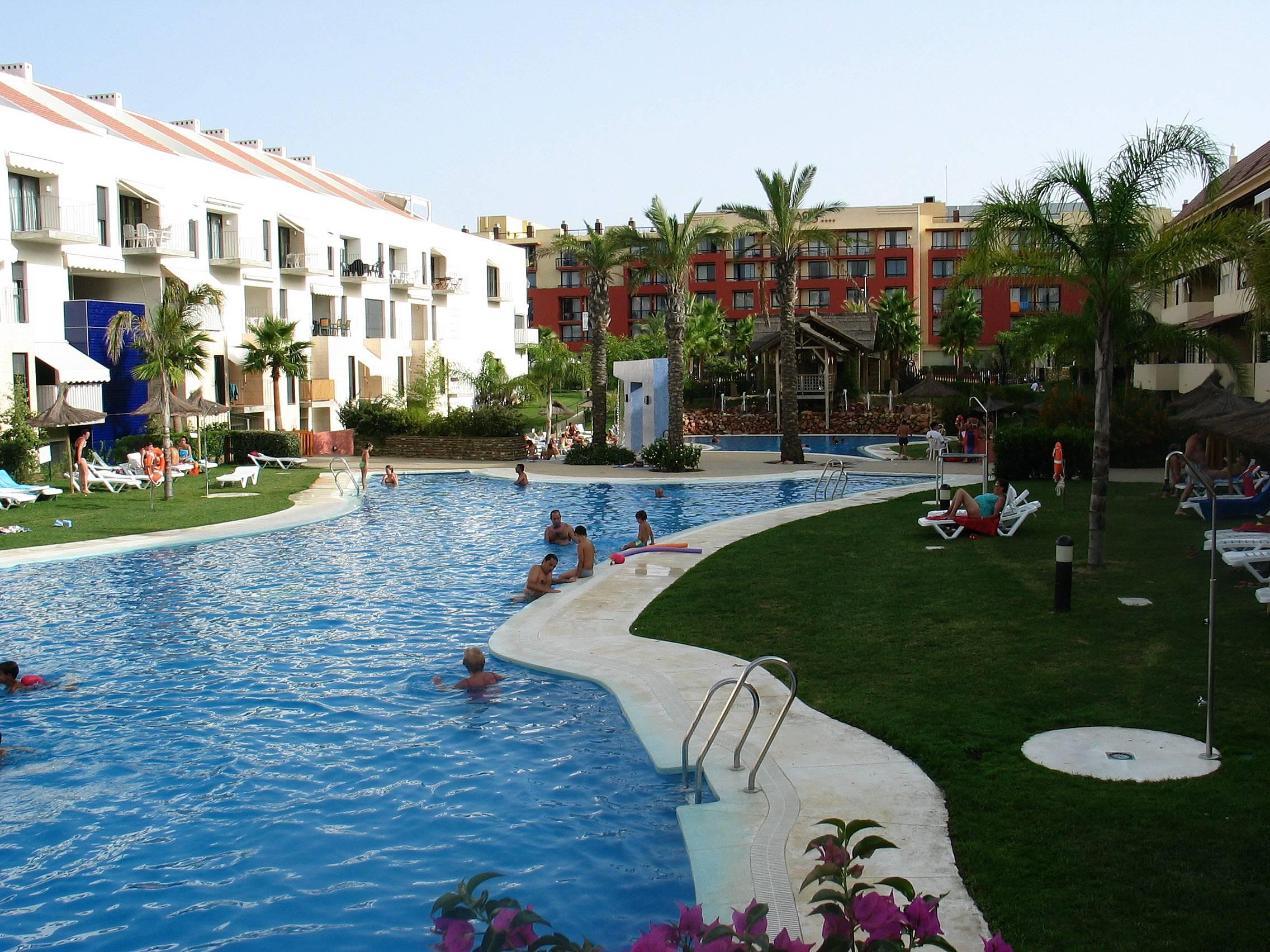 Apartamento en alquiler a 100 m de la playa islantilla i - Rentalia islantilla ...
