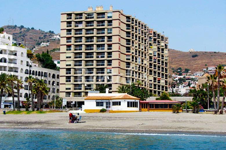 Apartamentos almu ecar playa piscina almu car granada costa tropical - Piscina arabial granada precios ...