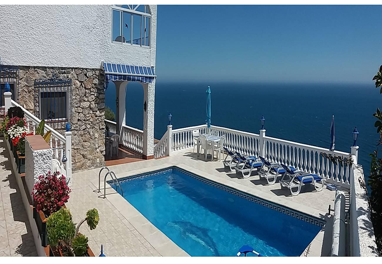 Villa con piscina y vistas en costa tropical salobre a for Piscina publica alhendin granada