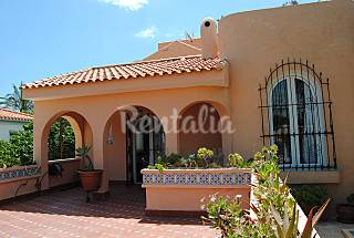 Villa for rent only 30 meters from the beach Alicante