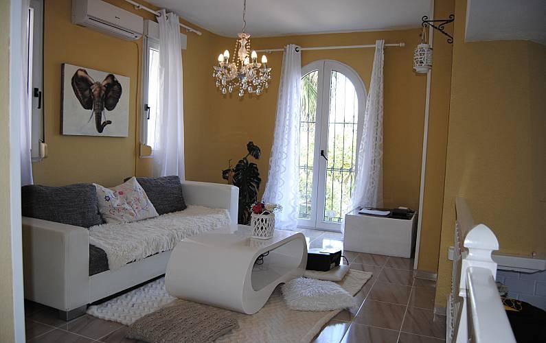 Villa de 3 habitaciones a 30 m de la playa la zenia for Muebles la zenia