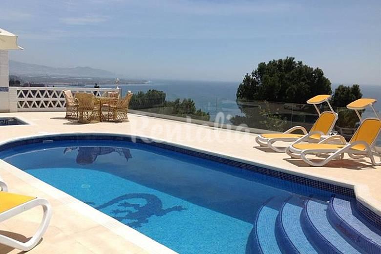 Moderno chalet con piscina privada y jaccuzy salobre a for Piscina publica alhendin granada
