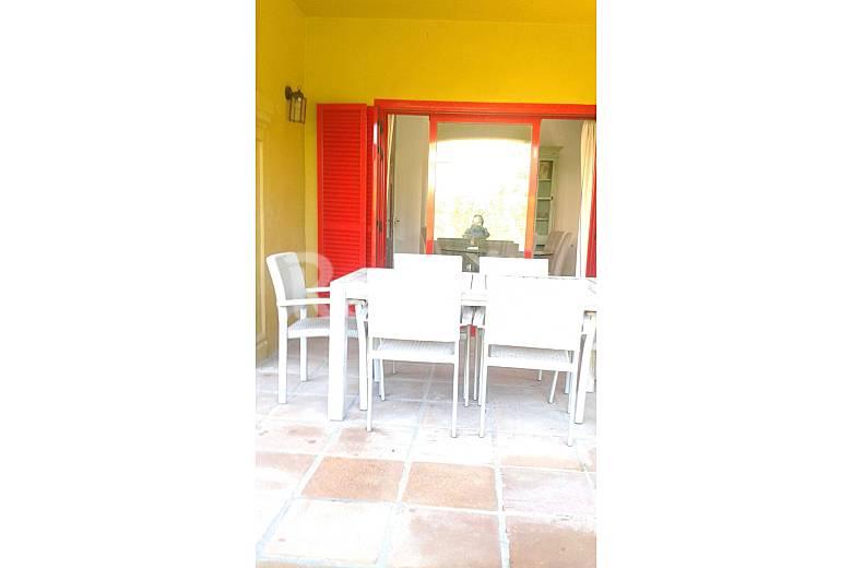 Casa de 4 habitaciones a 1000 m de la playa sotogrande for Muebles san roque coristanco