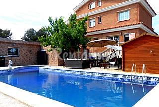 villa viky 12 personas 1km de la playa !!!! wifi Tarragona