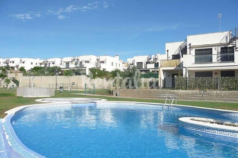 Apartamento en alquiler a 2 km de la playa el casalot for Apartamentos jardin playa larga tarragona