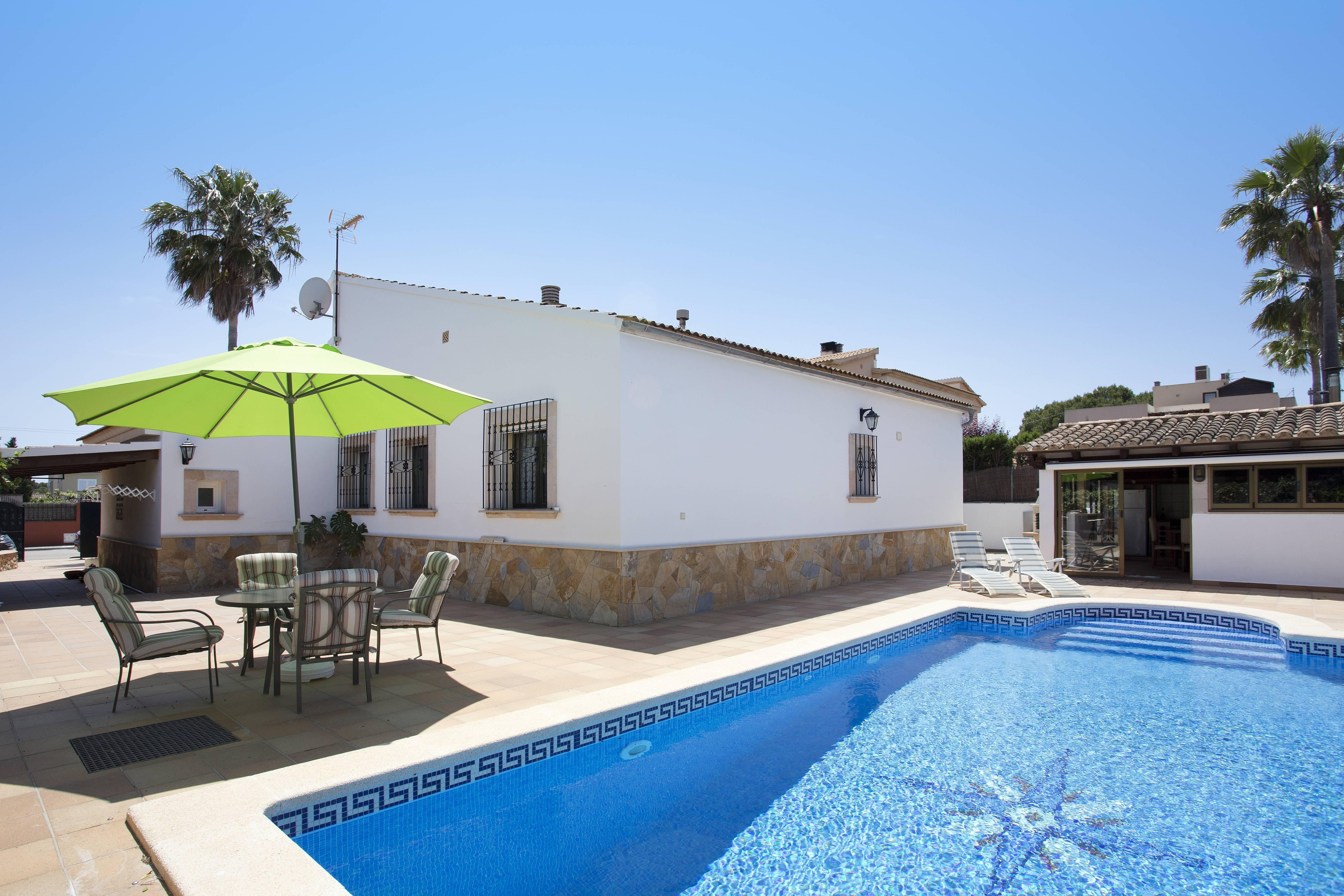 Hermoso casa con piscina privada para 8 personas badia for Casas con piscina privada para vacaciones