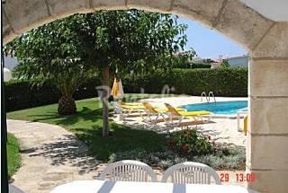 4 chalets con jardín y piscina  Menorca