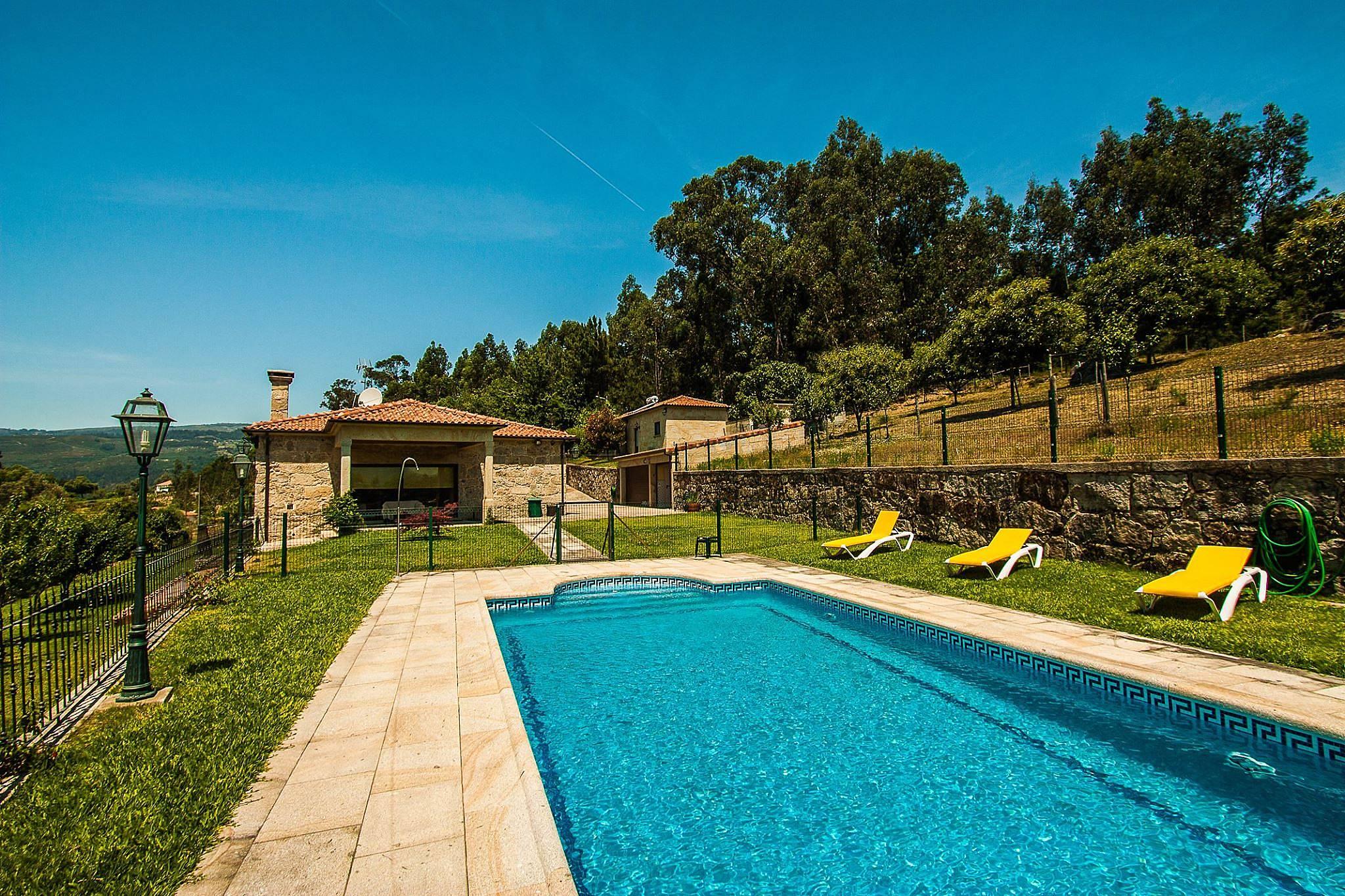 Casa de f rias com piscina e belas vistas t vora santa for Piscinas viana