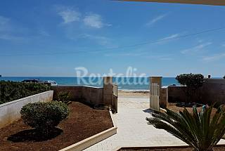 Villa with 3 bedrooms on the beach front line Ragusa