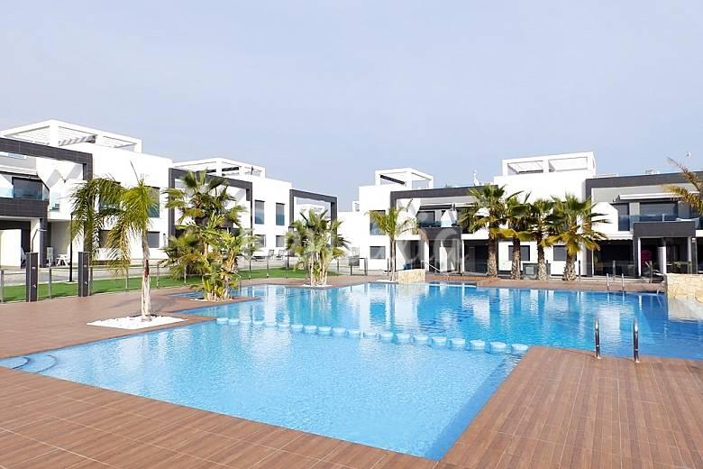 Acogedor bungalow moderno en un complejo de lujo oasis for Muebles la zenia