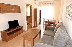 Atico en el centro de Torrevieja! Apartamento de 59 m2 situado en un edificio moderno, consta de dos dormitorios, salón, baño, cocina independiente y una amplia terraza. Alicante