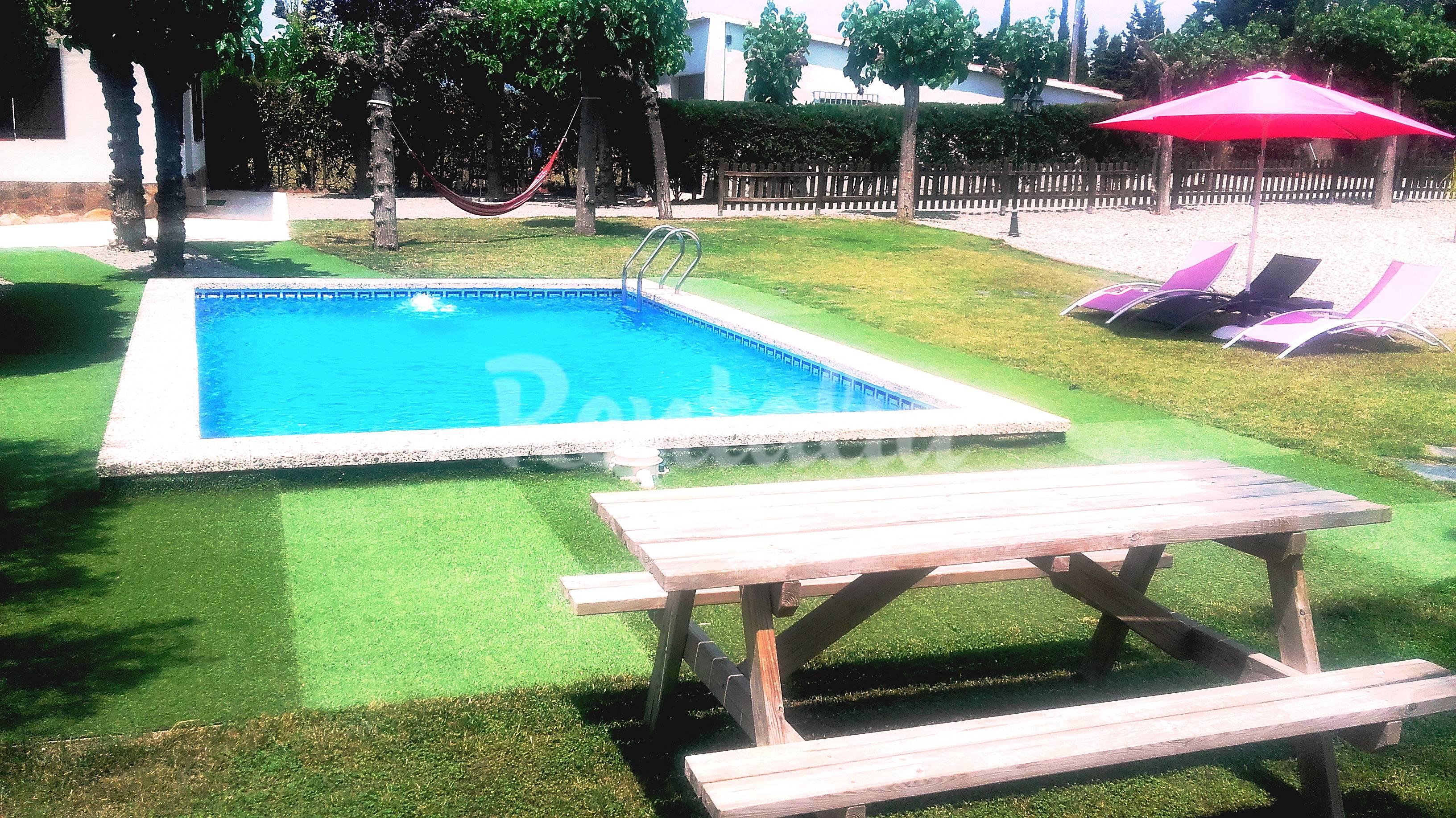 Chalet con piscina 12 pers cerca de port aventura for Piscina cambrils