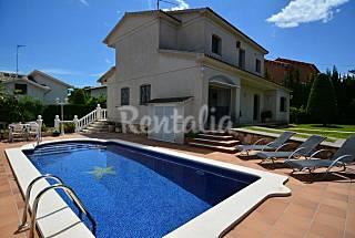 Chalet 4 habitaciones, piscina, pista tenis y WIFI Tarragona