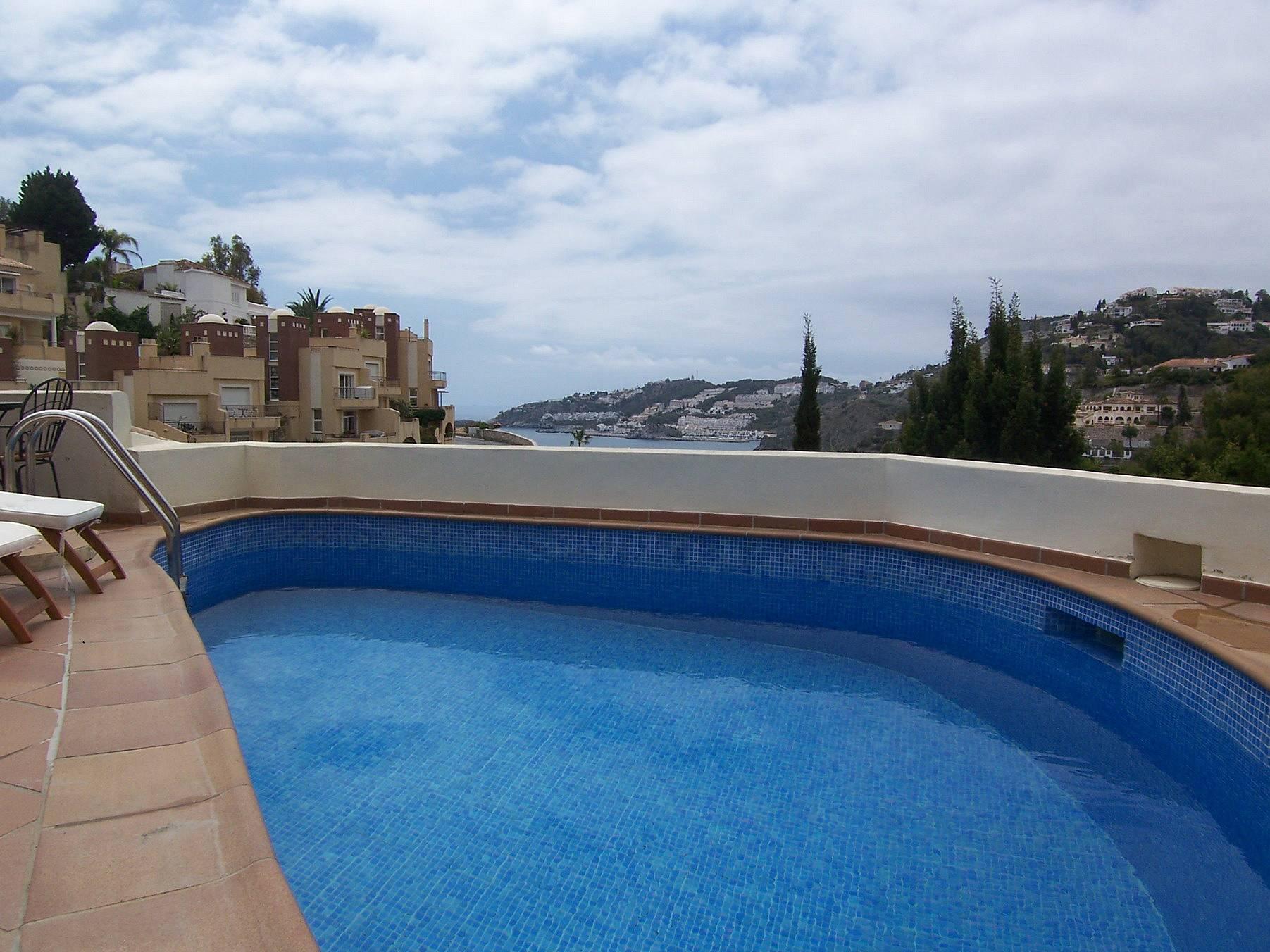 Villa con piscina a 700 m de la playa almu car for Piscina publica alhendin granada