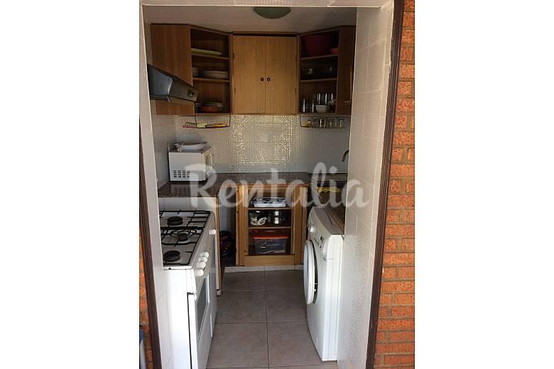 Apartamento para 4 personas en 1a l nea de playa for Cocinas castellon precios