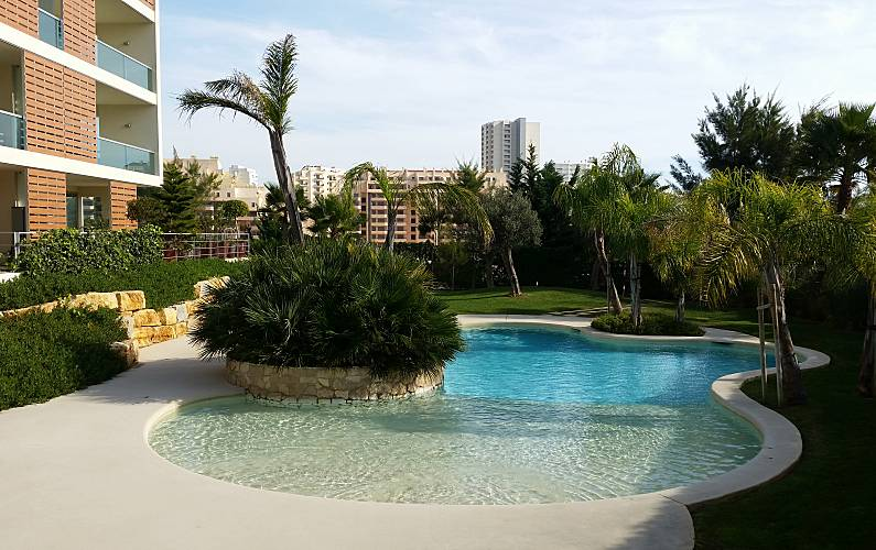 Apartment with 2 bedrooms only 300 meters from the beach Algarve-Faro - Garden
