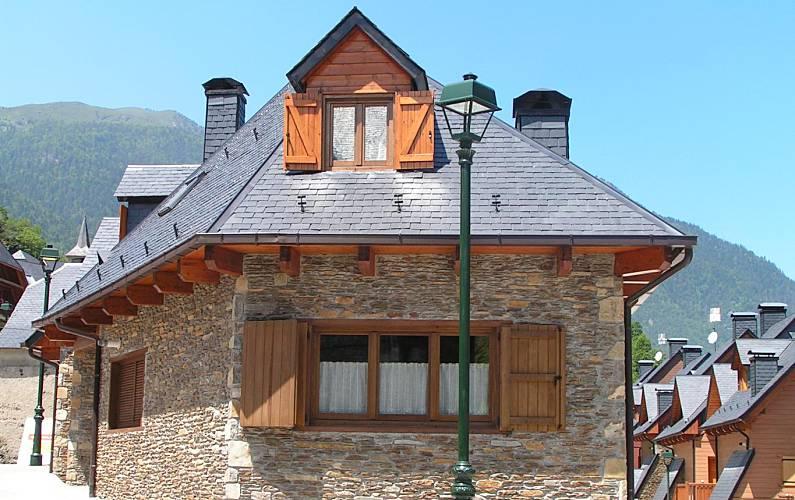 Casa Exterior del aloj. Lleida/Lérida Es Bòrdes casa - Exterior del aloj.