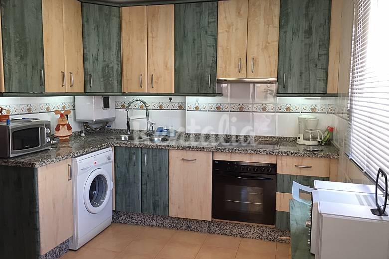 Apartamento en alquiler a 300 m de la playa la herradura for Mesa supletoria cocina