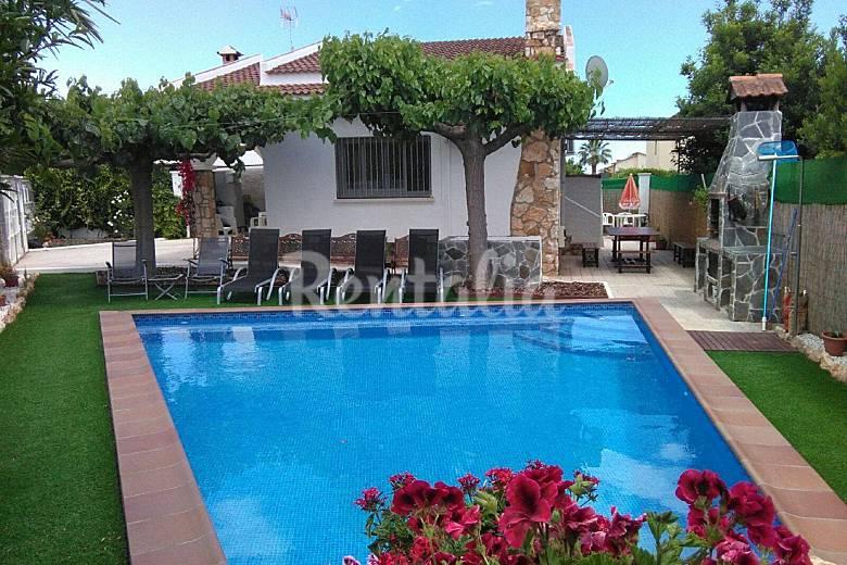 casa con piscina privada en la costa dorada creixell