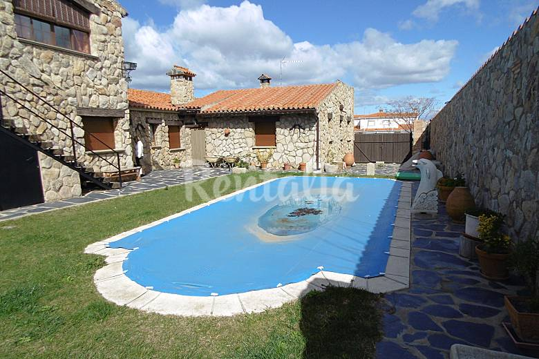 Casa rural en valdencin valdencin torrejoncillo c ceres for Casas rurales en caceres con piscina