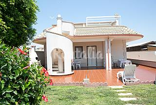 Villa for rent only 40 meters from the beach Ragusa