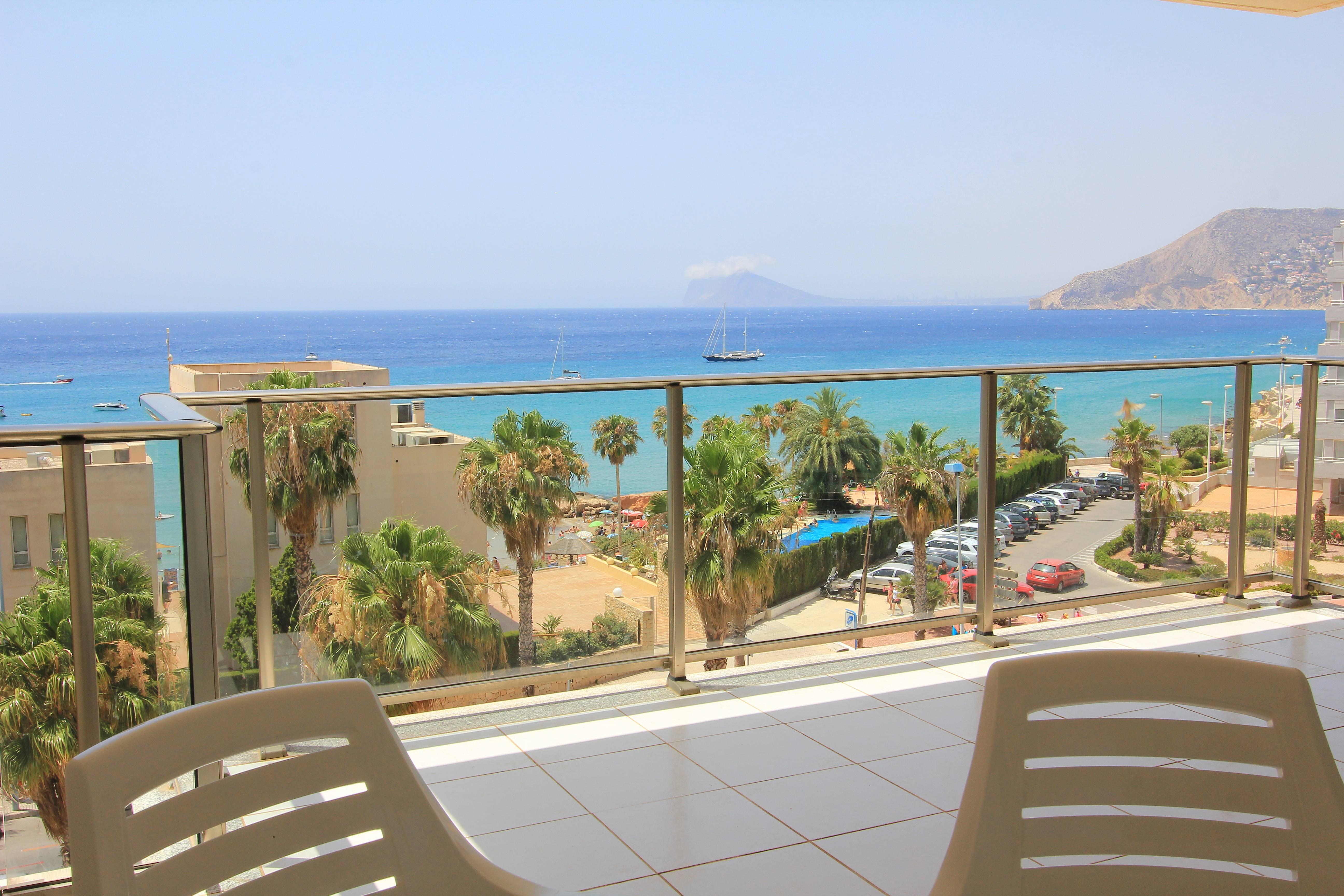 Enfrente de la playa arenal en calpe con piscina calpe for Piscinas calpe