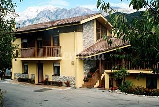 2 Maisons pour 2-12 personnes dans un environnement montagneux Cantabrie