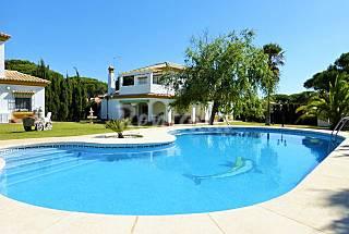 Villa Oliva.Roche con piscina caminando a la playa Cádiz
